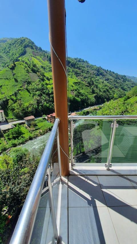 Pokut balkonlu panoramik manzaralı oda