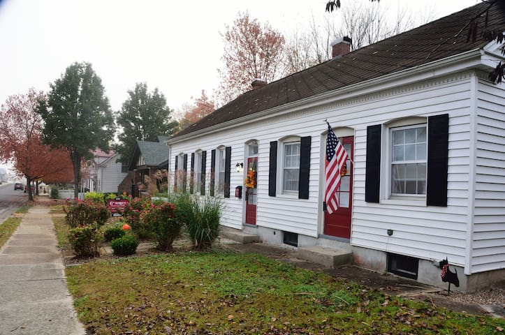 Charming, updated historic home! - Hermann - House