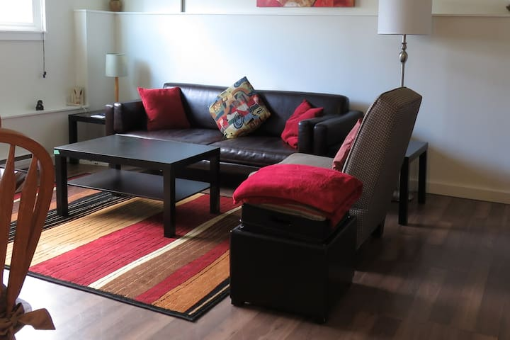 Great Location, spacious, private 2 bedroom suite