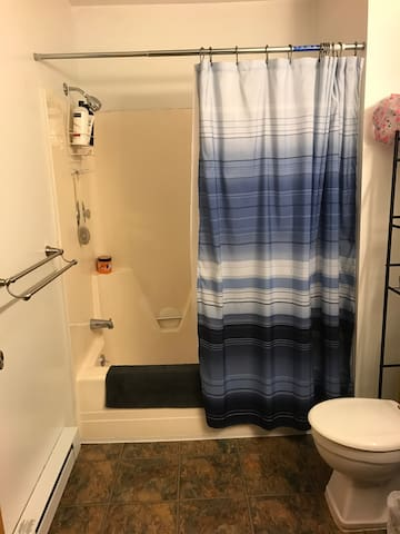 Clean Quiet Room in Large South Burlington Condo - South Burlington - Apartament