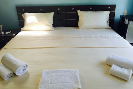 King size bedroom 300m beach, pool view! - 卡门 - 住宿加早餐