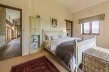 Ground floor: Bedroom with 5' king size bed and en-suite bathroom