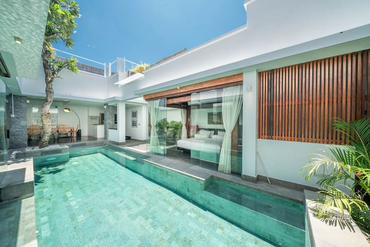 Modern Balinese 4BR Pool Villa in Central Seminyak