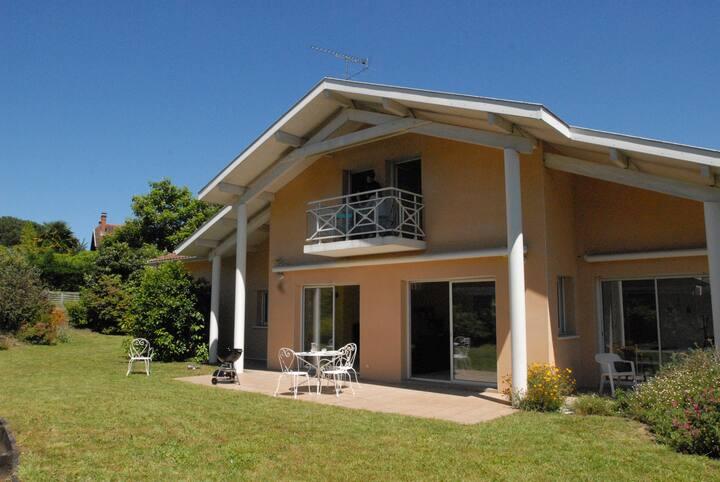 Chambre privée dans villa en colocation