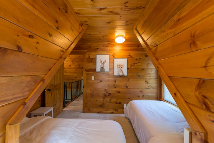 Scotch Pine Trailside Lodging Cabin #2