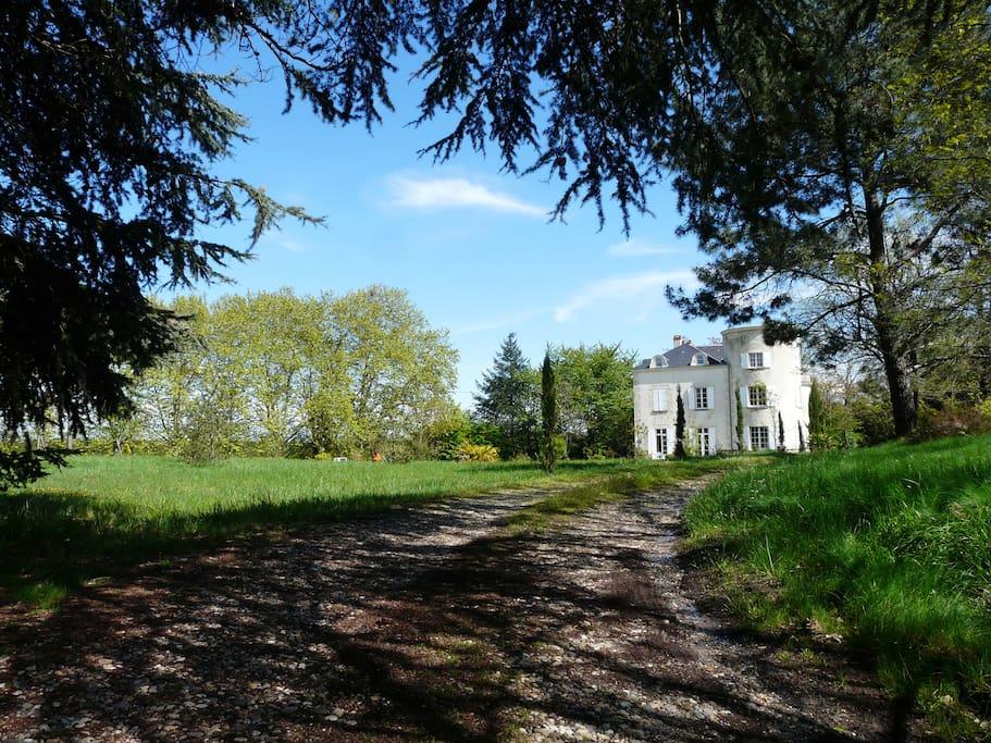 Petit ch teau 400m2 piscine chauff e 80km bordeaux castles for rent in saint martin petit - Piscine ronde st hyacinthe bordeaux ...
