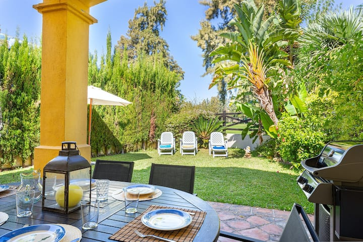 Gorgeous home with private patio & yard + shared pool, full kitchen, Netflix!