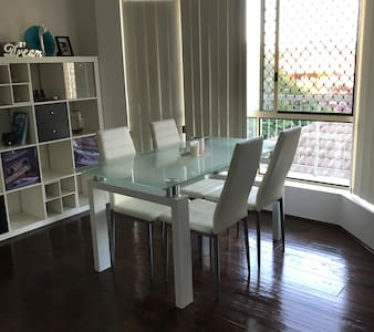 Apartment close to Brisbane City - Carina