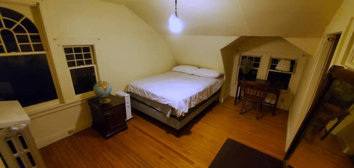 Private room, posterpedic mattress, NO EXTRA FEES