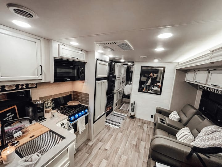 Beautiful 2021 RV (delivered to you!) READY 2-GO!