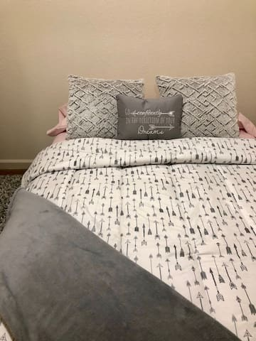 Private room in Pleasant Hill Apartment