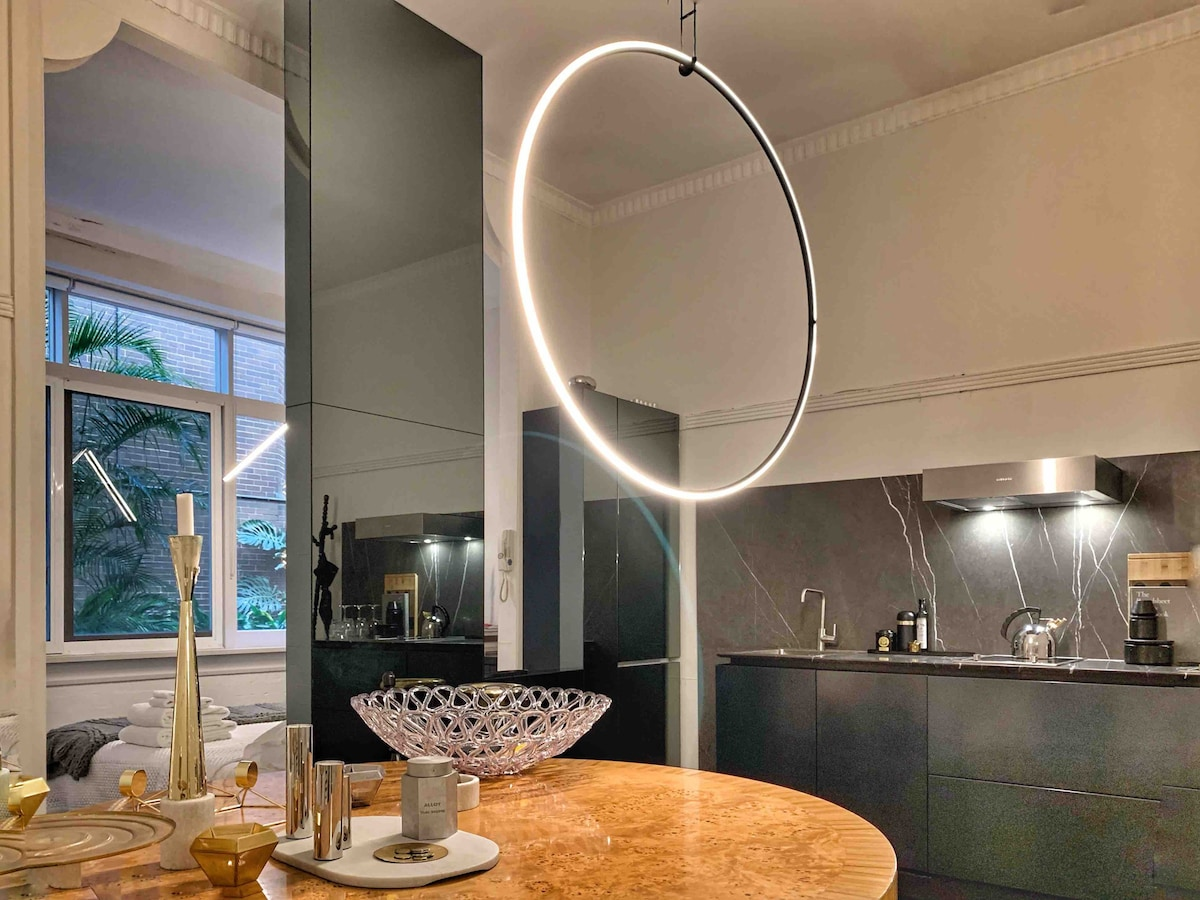 Newzeal Large Circular Glass Top Bistro//dining Table Bar//cafe Style Tall//round Breakfast 80 Cm