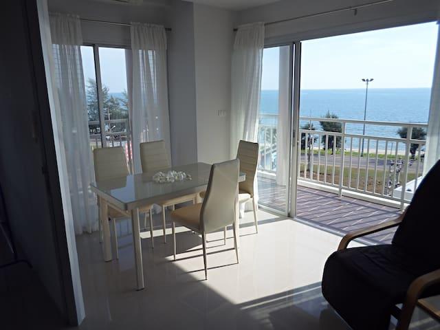 Sea view apartment B61