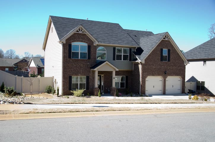 Luxury home minutes from GSP Airport and I-85! BR1 - Lyman - House