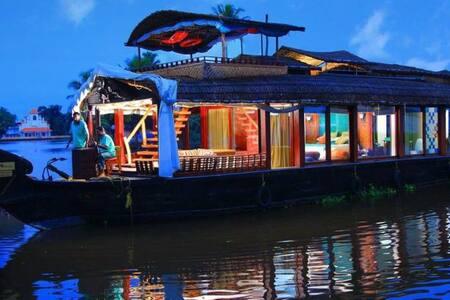 Riverland Blues Houseboat - Alappuzha