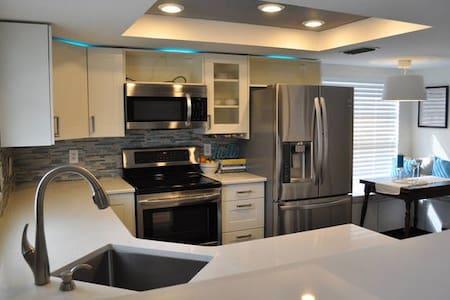 Pebble Creek Home - Tampa