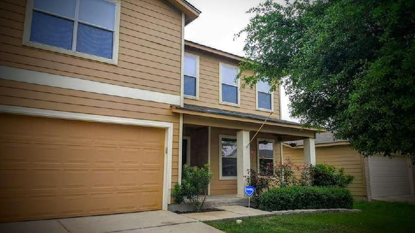 Comfy and Convenient near Lackland AFB/Seaworld - San Antonio
