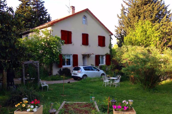 Studio 2 rooms with swimming-pool- South of France