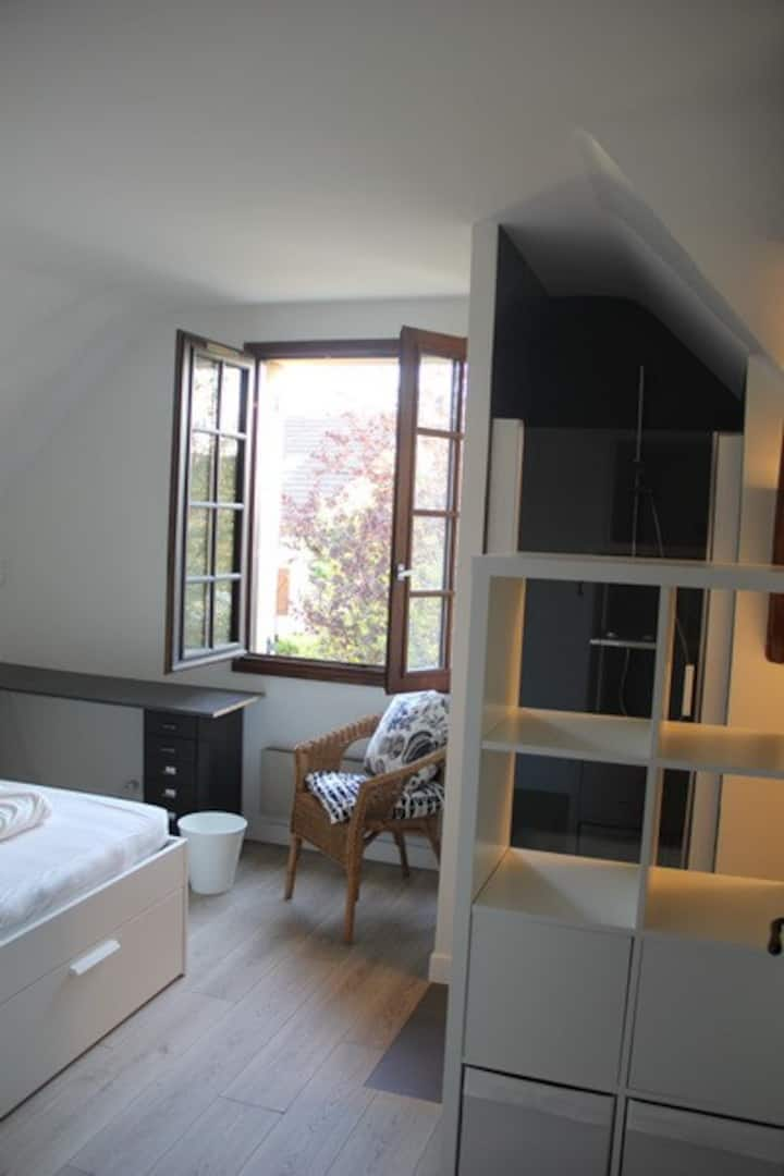 Open view on sunny garden with private bathroom