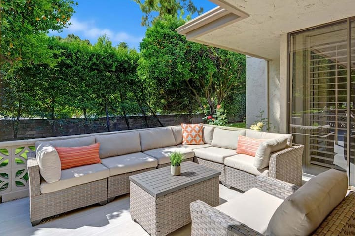 OUTDOOR LIVING ROOM - Oranj Palm Vacation Homes