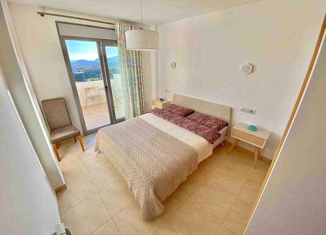 Room in apartment with sea view+private bathroom