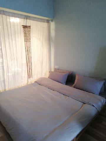 卧室(全透明玻璃卫生间)