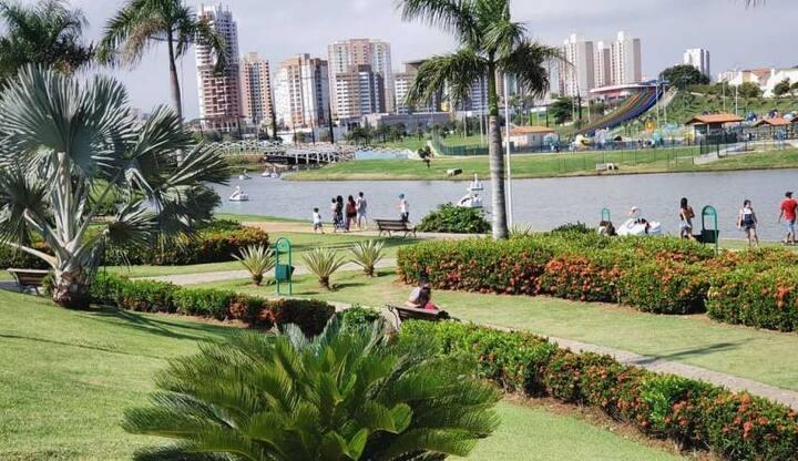 Casa de hospede com piscina, prox parque ecológico