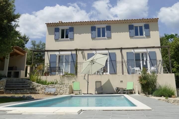 Bastide au coeur du Luberon avec piscine