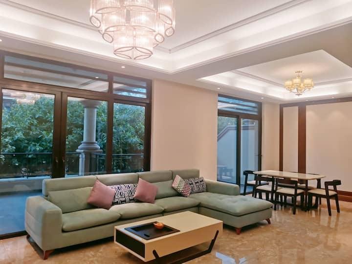 【驿家民宿】海花岛2号岛洋房141平,超大客厅露台,三室两厅两卫