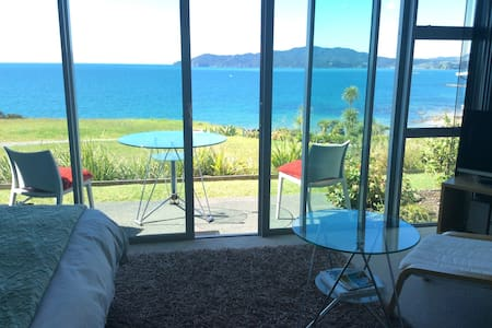 Healing Get Away in sun drenched Cable Bay Villa - Villa