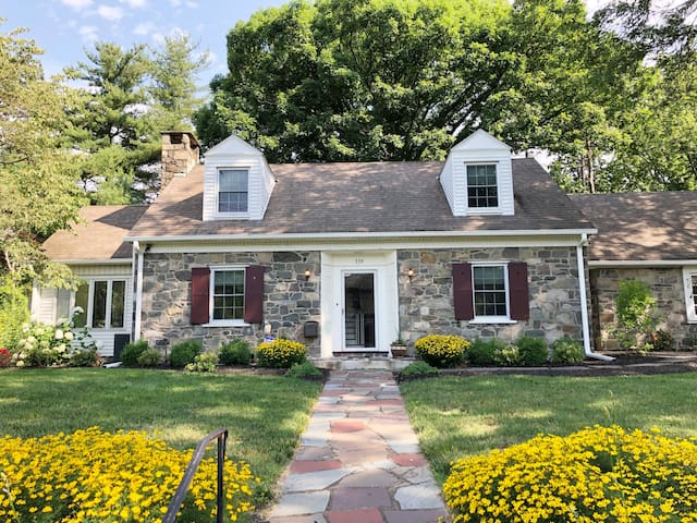 Classic Stone House - Walking Distance to Main St!