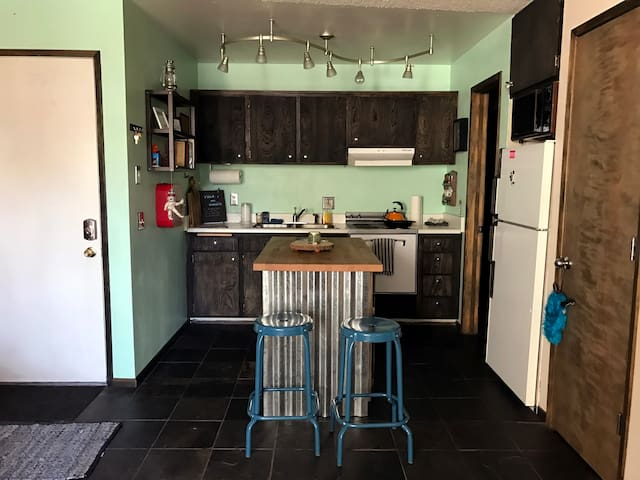 Cute Cozy Charming Condo in town! Great Location! - Mammoth Lakes - Osakehuoneisto