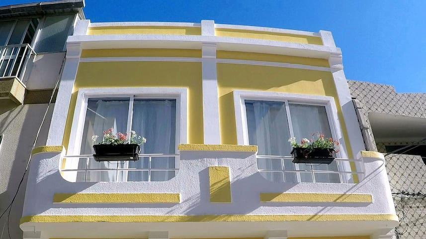Casa Amarela Guesthouse