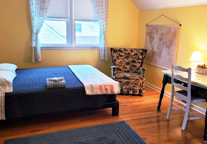 *Spacious and clean room with a european queen, table top desk, and wifi for laptop use