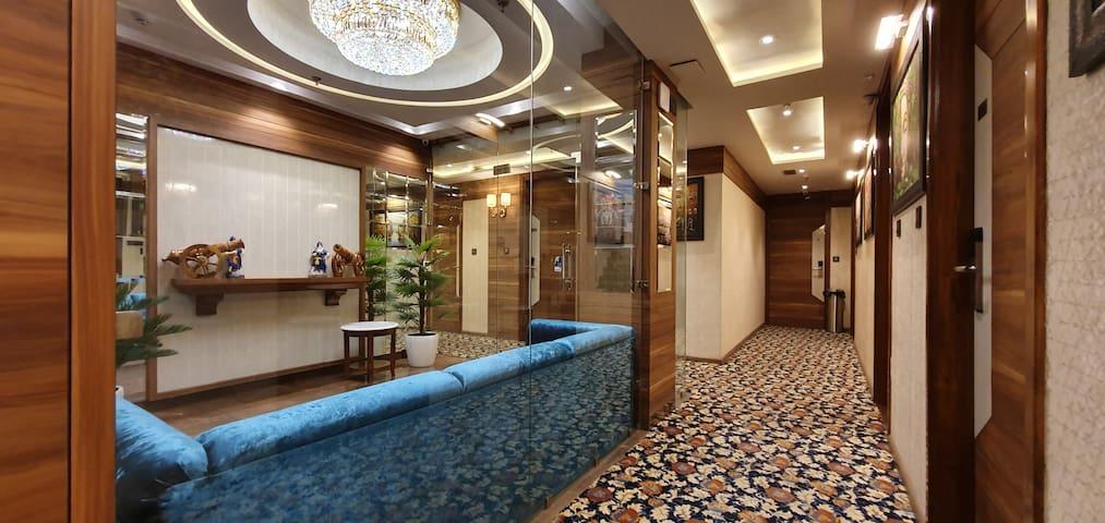 Hotel Makhan Residency - Suite Room