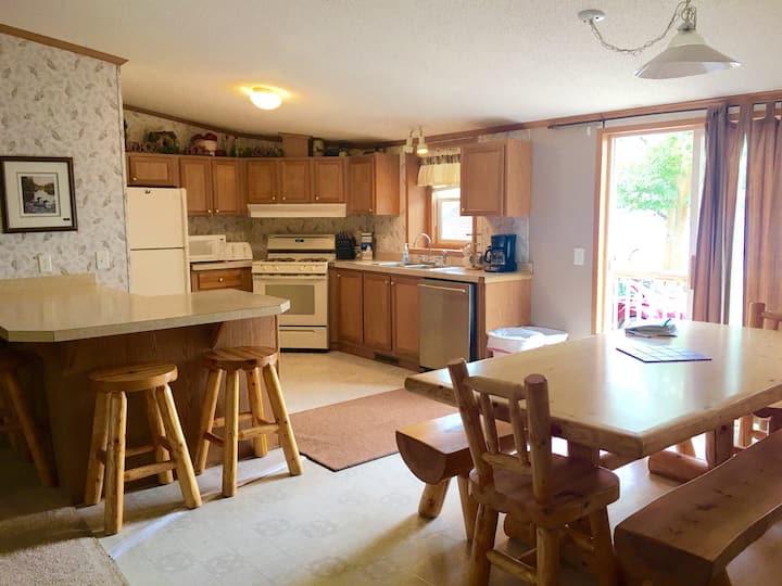 Loon Lakeside 4 Bedroom Cabin
