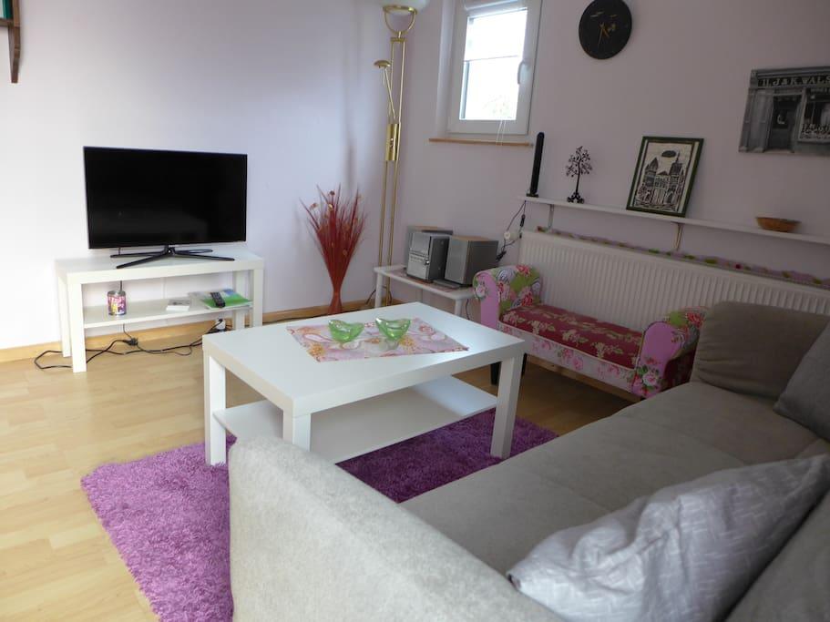Wohnraum mit Flachbild-TV