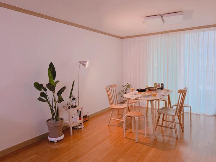 [신규]넓고 깔끔한 아파트, 조용하고 아늑한 공간,관광지 인접