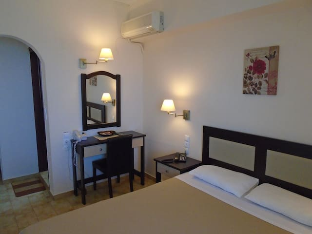 DOUBLE ROOM SEA VIEW SECOND FLOOR 23 - Iraklio - Bed & Breakfast
