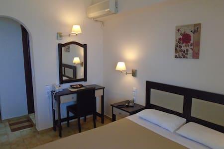 DOUBLE ROOM SEA VIEW SECOND FLOOR 23 - Iraklio - Bed & Breakfast