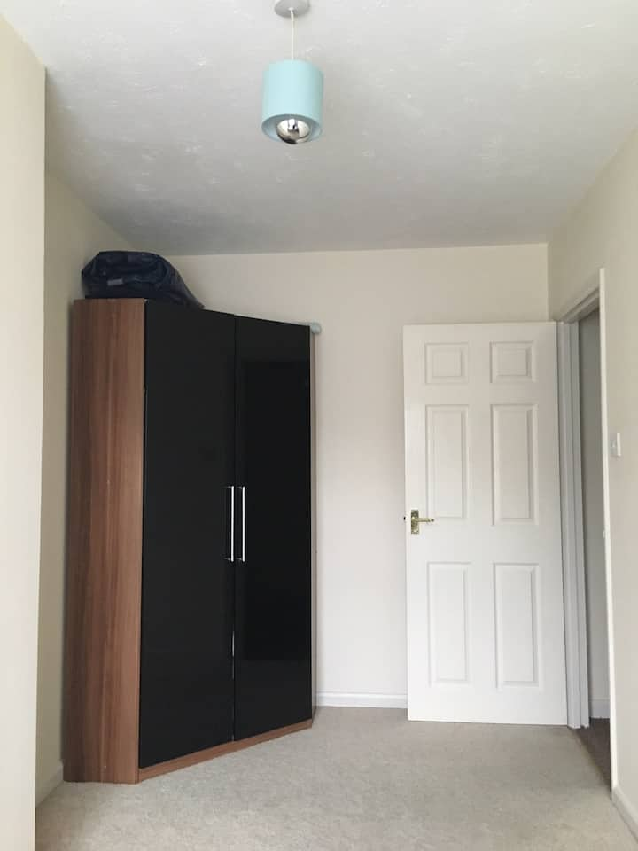 Lovely big single room Close to city centre