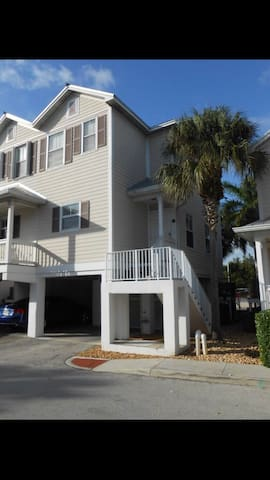 Spacious 2 Bedroom & 2 1/2 Bath Vacation Rental.