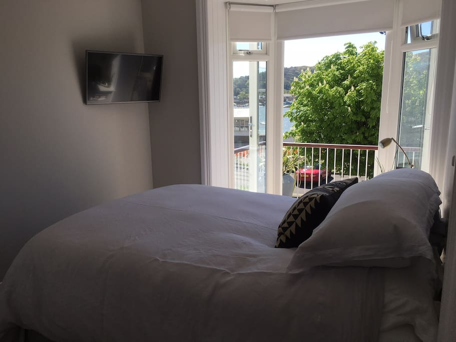 Bedroom with a view over Comwy river and Snowdonia