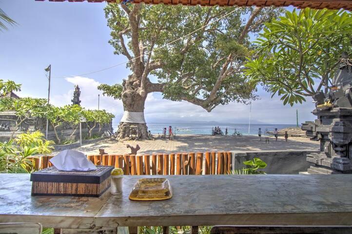Beachfront Niki Old-fashioned Wooden Cottage