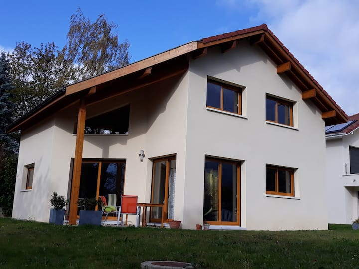 Close to Geneva, in FR-Ornex rooms in a new house