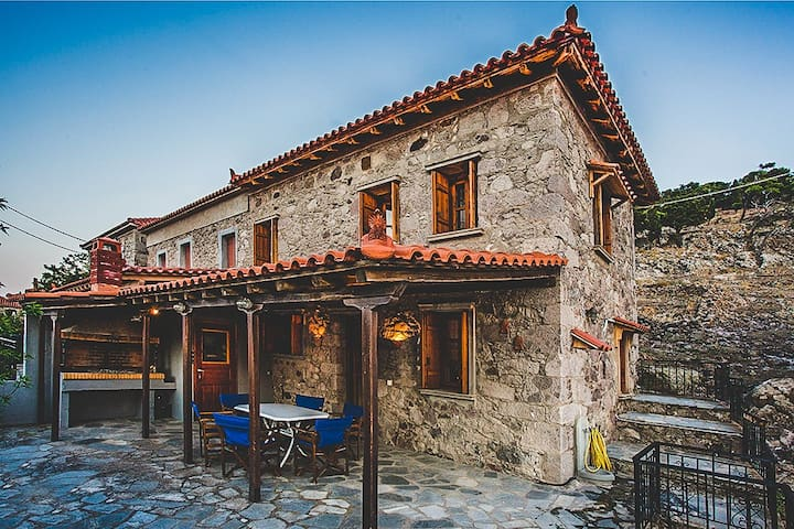 Traditional Stone Villa Minutes To The Beach