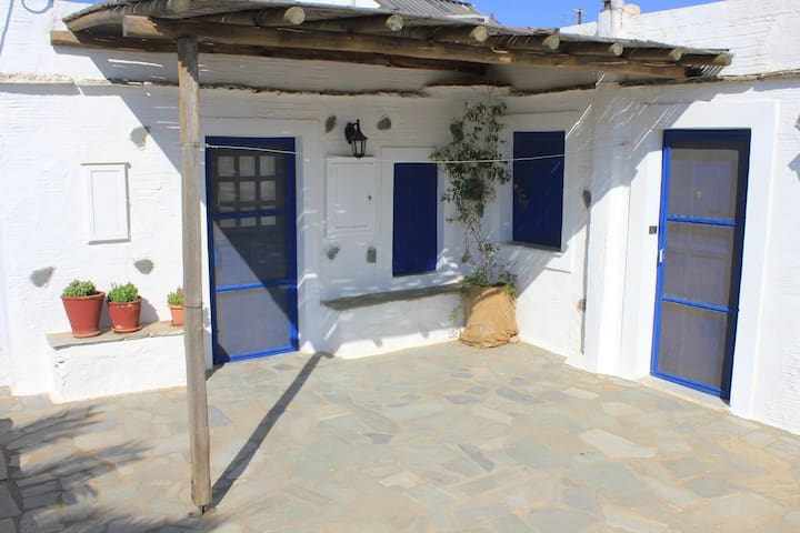 Traditional House in a farme - Tinos - Casa