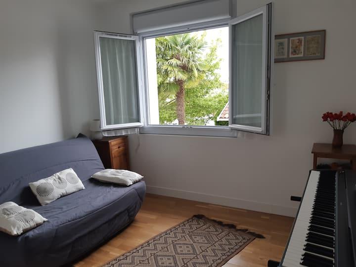 PAU Nord, chambre au calme dans maison avec jardin