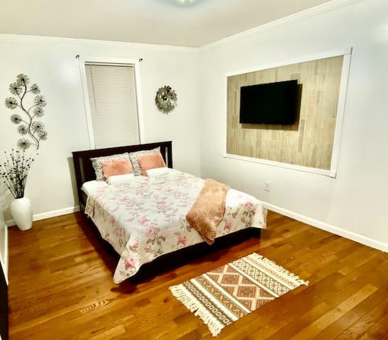 Entire Home Private 2 bedrooms LGA, JFK, Astoria