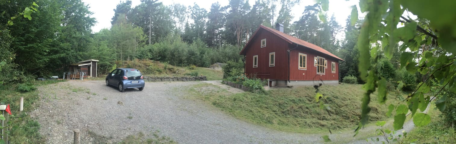 B&B, cosy new house at a tiny mountain slope - Södertälje SO - Hus